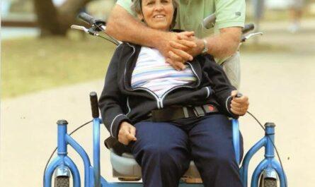 Для своей жены с болезнью Альцгеймера он изобрел специальное велосипедное кресло