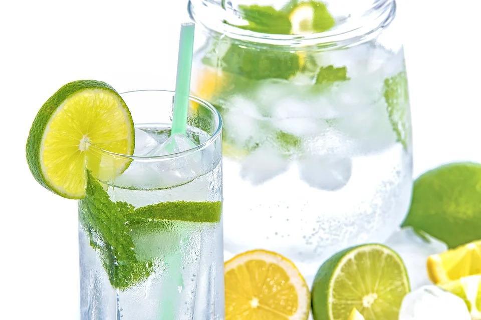 3 простых рецепта детокс-воды для похудения