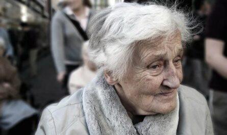"""Женщина 5 лет ухаживала за матерью с болезнью Альцгеймера, а потом сказала: """"Я будто была мамой для своей мамы"""""""