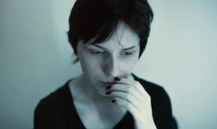Борьба с паническими атаками: дыхательные упражнения от психолога Пола Салковскиса