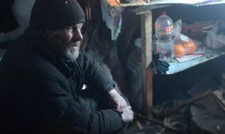 В заброшенном селе Рудаки, в ржавом контейнере живет одинокий дедушка Гена