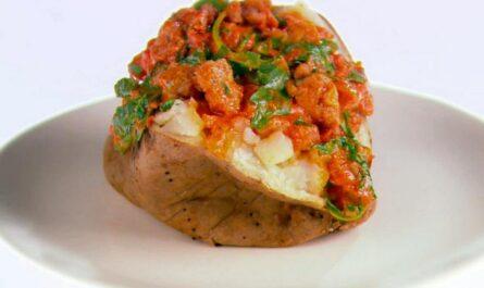 Простой рецепт запеченного картофеля с соусом